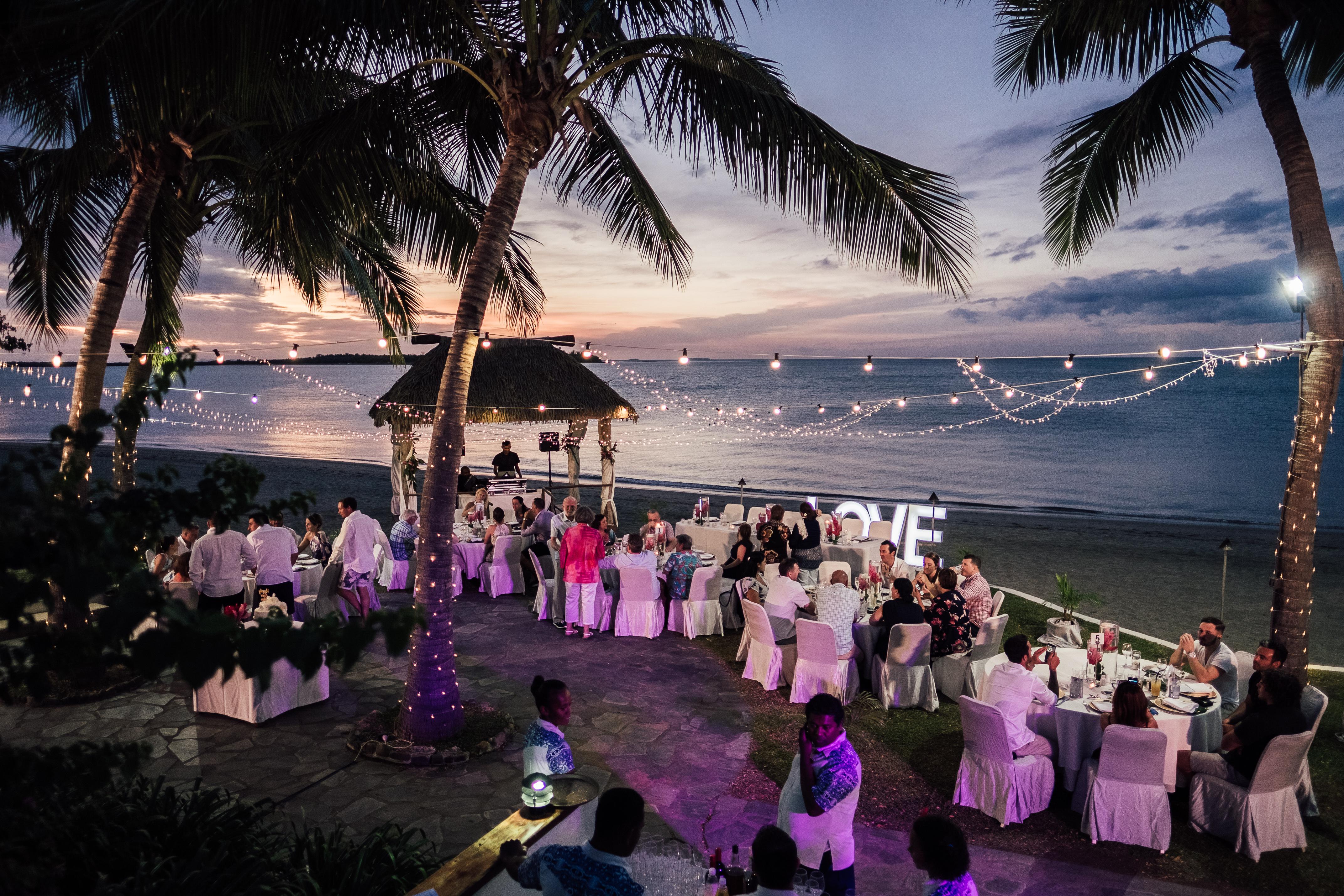 Kelsey Amp Kurt Sofitel Fiji Resort Amp Spa Fiji Wedding